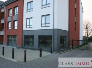 Gembloux : Superbe surface commerciale de 222 m² casco avec terrasse privative de 32 m² et jardin privatif de 55m² + cave 15 m². V