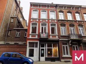 A louer, rez-de-chaussée à usage de bureaux, sis en plein centre de Namur, rue adjacente au rond point Léopold, proche de la gare