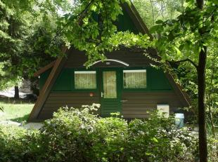 A vendre: Vous souhaitez séjourner à votre convenance dans un bel environnement boisé et calme? Ce chalet prêt à l'e