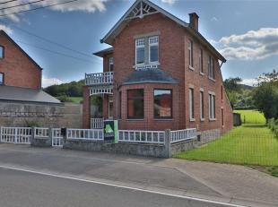 Située au centre du village de Bomal et de toutes commodités, cette maison au charme des années '30 est implantée sur un a
