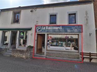 Gelegen in het hart van Barvaux, een goede commerciële ruimte van +/- 50m² die momenteel 400 /maand verhuurd wordt. Mogelijkheid om het gebo