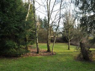 89.000euro Somme-Leuze Een bouwgrond van ruim 2632m², met mooie bomen en grasperkjes in een klein steegje in het dorpje Somme-leuze. Woonzone met