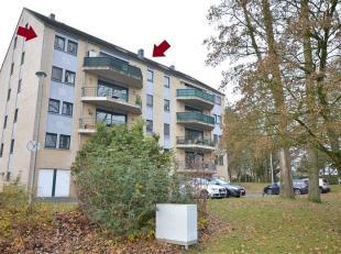Lijfrente. Verhurrd aan 1000. Op de 4e verdieping, in de nabijheid van het centrum van Namen, ruime duplex met terrass. Hij bestaat uit een haal, WC,