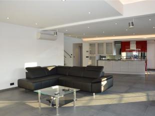 Faire offre à partir de 425.000 Venez découvrir ce spacieux duplex aux finitions luxueuses, au sein d'une résidence avec ascenseu