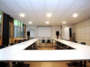 NAMUR, en plein centre-ville et à deux pas de la Gare, un espace unique de 950m2, constitué actuellement de locaux commerciaux, bureaux,