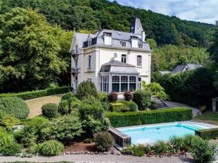 Dans la vallée mosane aux portes de Namur, élégante propriété logée dans un parc boisé de +- 2ha abri