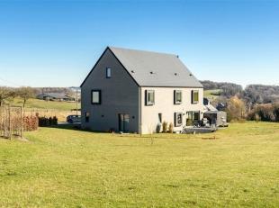Magnifique villa contemporaine d'exception aux finitions luxueuses et située dans un magnifique cadre verdoyant. Cette maison séduira de