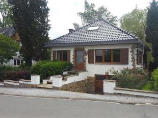 OPTION - Wavre : Excellente villa sur 4.96 ares, située à 5' du centre de Wavre. Elle est composée d'un hall d'entrée, gra