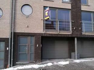 A voir, superbe bel étage très bien situé dans beau quartier résidentiel, comprenant: rez: grand garage 2 voiture avec coi