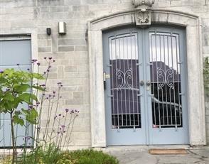 Mont sur Marchienne Dans belle demeure de caractère,spacieux appartement entièrement rénové, meublé et équip