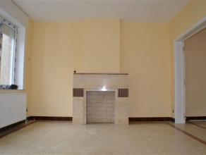 Maison dans un état impeccable comprenant hall d'entrée avec wc, séjour, salle à manger, cuisine, 2 chambres, salle de bai