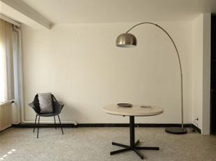 Charleroi : petit appartement 1 chambre, situé à Charleroi ville haute dans une rue agréable, calme et toute proche du centre et