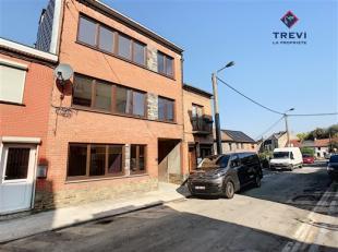 MARCINELLE: Bel appartement au deuxième dans un ensemble comprenant 3 appartements dans une petite rue calme de Marcinelle. Composé d'un