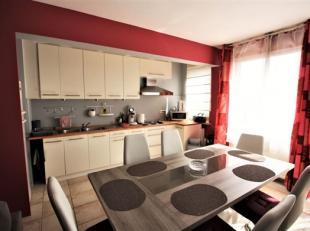 Charleroi - 80.000euro : un appartement au 5ème rénové offrant de beaux espaces et une belle luminosité. Il est compos&eac