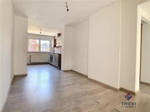 Charleroi: Bel appartement dans le centre de Charleroi situé au 1er étage, proche des commerces, des grands axes et des écoles. C