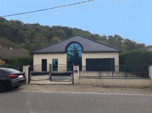 TRES BELLE MAISON 4 FACADES AVEC JARDIN<br /> 071/30.67.90 | www.immoinvest.be<br /> Descriptif:<br /> Maison comprenant : vaste hall d'entr