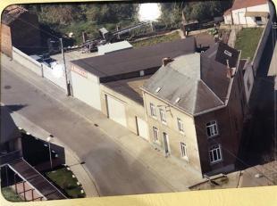 <br /> <br /> MAISON AVEC GARAGE ET ENTREPOT SUR 6 ARES<br /> 071/30.67. 90 | www.immoinvest.be<br /> Descriptif:<br /> Maison dhabitation comprenant: