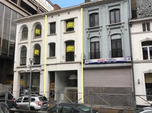 Descriptif:<br /> Immeuble comprenant :<br /> Rez-de-chaussée commercial 35 m² + mezzanine 45 m²<br /> 1er étage : 60 m²<