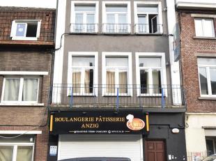 Charleroi Imm.mixt.rdch.comm(+-300m²)+bur+wc& 2aparts 2c, 2hangars.Poss.bur, boulang,..Ofàpd265 000euro IMMO STILLAVATI 071/41.45.10 -