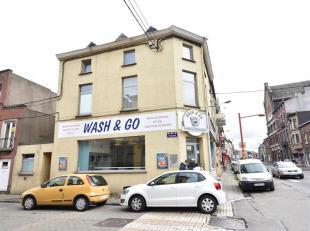 Charleroi (Grand rue, prox.Ville2!) Imm.mixt.salon lavoir+2apparts.1ch. Bon état général de l'immeuble avec Fond de commerce ! Pe