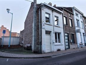 Maison 3 façades avec caves et terrasse se composant comme suit :Sous-sol : caves Rez: living- salle de bain -cuisine1er étage: chambre