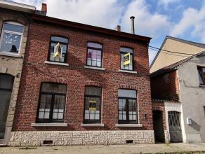 Spacieuse maison 3 Façades avec passage latéral et jardin comprenant :Sous - sol : cavesRez : Hall - salon - salle à manger - cui