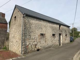 Dans le paisible village de Solre-saint-GeryGrange 4 façadesà restaurer avec passage latéral privé et terrain.Etage am&eac