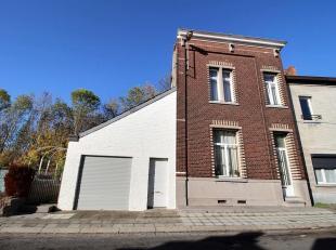 Belle et grande maison 4 chambres avec jardin et garage situé à proximité de toutes les commodités, composée : Au r