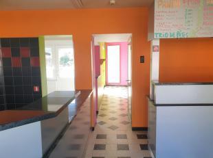 Maison de commerce avec terrasse<br /> Située en zone de passage intensive. Idéal pour ouverture d'un snack type sandwicherie, pizzeria,