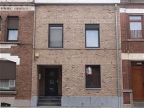 Superbe appartement situé au rez-de-chaussée avec très beau jardin - accès facile aux axes autoroutiers - transport en com