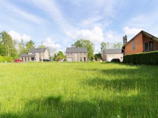 LOBBES : Superbe terrain à bâtir avec façade de 19,8 mètres bien orienté dans une rue calme et entouré de vil