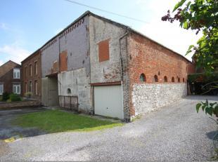Dans le village de Grandrieu, à proximité de la frontière française et à 30 minutes de Charleroi, ancienne grange s