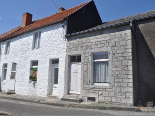 Maison villageoise à rénover avec jardin séparé et garage comprenant : au sous sol une cave, au rez de chaussée:  h