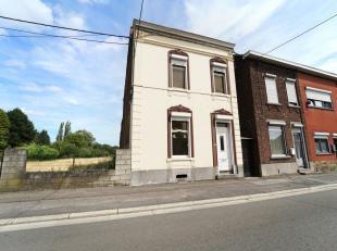 Belle maison 4 façades à rénover idéalement située à proximité des grands axes et commerces. Salon, s
