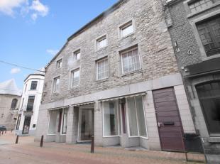 Excellent immeuble comprenant un rez commercial (+/- 70m²) et un appartement en duplex. Le commerce dispose d'une surface de +/- 70m² avec u