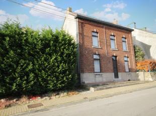 Très belle maison non attenante avec grand garage et jardin intime bien située dans un quartier calme et aéré. Beau living
