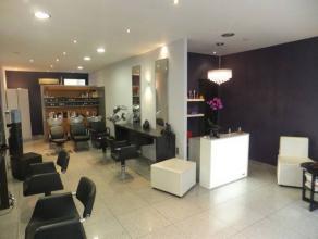 Rez commercial à usage de salon de coiffure H/F. PRIX DE CESSION DE FONDS DE COMMERCE : 70.000 euro PRIX DE VENTE DES MURS : 100.000 euro POSSI