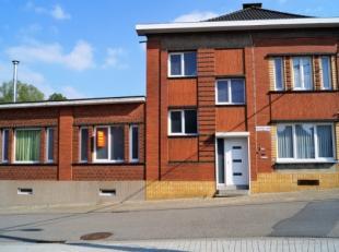 A SAISIR !! Maison située à proximité du centre et des grands axes comprenant: hall d'entrée, living spacieaux, cuisine &e