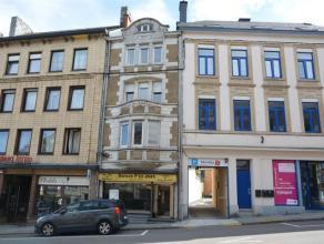 Immeuble d'habitation et surface commerciale avec entrepôt-garage à Arlon.Situé dans une rue commerçante au centre d'Arlon,