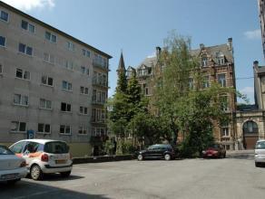 Appartement 2 chambres au 4ème étage d'un immeuble situé en plein coeur d'Arlon.Il se compose d'une cuisine, d'un séjour d