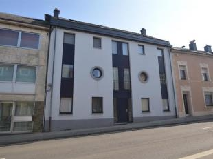 Idéalement situé au centre d'Arlon, bel appartement deux chambres au 2ème étage avec deux garages individuels.L'espace &ag