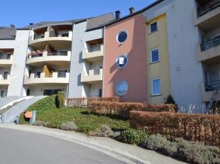 Dans un quartier résidentiel de la ville dArlon, appartement 1 chambre avec balcon, une cave et un parking. Bien situé, dans un quartier