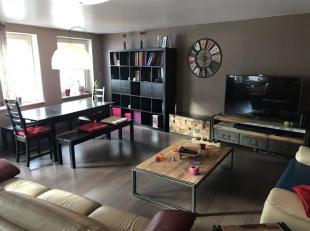 Dans le centre dArlon, appartement 2 chambres lumineux et confortable. Lappartement est situé au 2ème étage dune petite ré