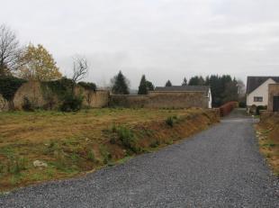 Nog geen nederlandstalige versie beschikbaarSuperbe terrain d'exception au centre d'Arlon dans un clos fermé avec une enceinte murale et chemin