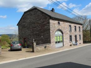 Très belle maison en pierre, avec énormément de cachet et de charme. Elle propose la division en deux logements sépar&eacu