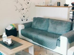 Petite maison composée au rez d'une cuisine équipée-salon, véranda, wc séparé. Au premier étage 2 cha