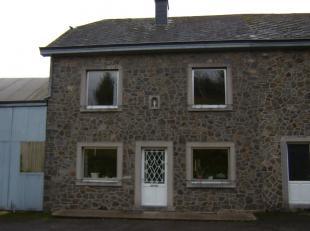 Maison villageoise 3 façades, située dans le village de Bertogne. Composée d'un hall, cuisine équipée, pièce