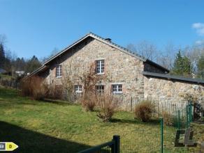 Blotti à lentrée dun tout petit village ardennais, Reharmont, magnifique ensemble de deux fermettes soigneusement restaurées pour