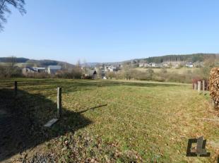 Groot perceel van 2.027 m2 in het dorp Bêche-Vielsalm, geheel gelegen in woonzone met landelijk karakter. Ideale plek voor inplanting van een vr
