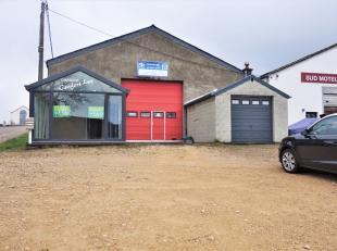 Entrepôt situé à Weyler. Composé d'une véranda, 2 bureaux, 2 wc, espace atelier. Ainsi qu'un garage extérieur